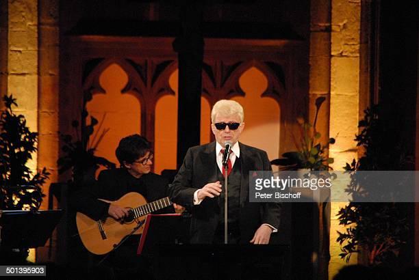 Heino mit Werner Hucks Auftritt bei 5 KirchenkonzertTournee Die Himmel rühmen im Advent MarienKirche Minden NordrheinWestfalen Deutschland Europa...