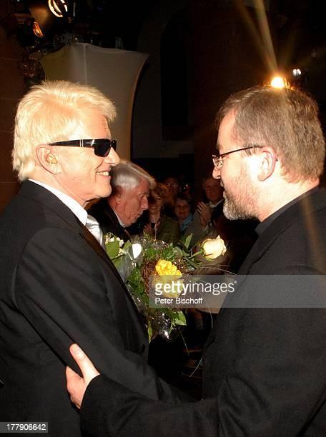 Heino Pater Wieslaw Kaczor nach BenefizKirchenKonzert Die Himmel rühmen mit F r a n z L a m b e r t im Kloster Steinfeld zu Gunsten der baufälligen...