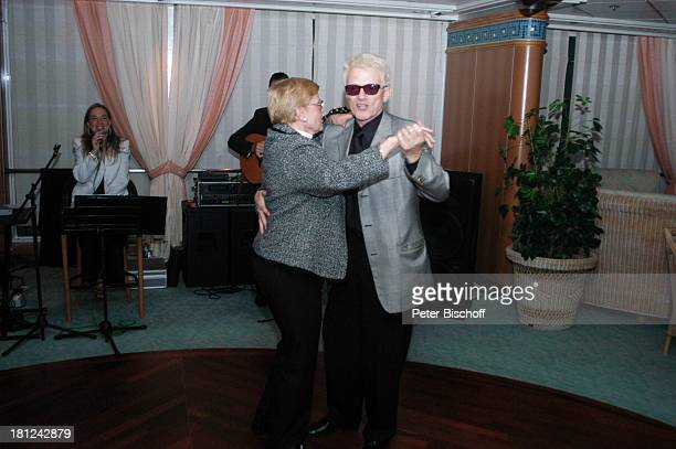 Heino Schwester Hannelore Kramm Hofmann Urlaub Kreuzfahrt MS Costa Victoria Motorschiff Kreuzfahrtschiff Schiff Boot VolksmusikSänger Tanz tanzen...