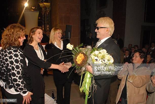 Heino Sängerinnen vom Chor Gloria Quartett nach BenefizKirchenKonzert Die Himmel rühmen mit F r a n z L a m b e r t im Kloster Steinfeld zu Gunsten...