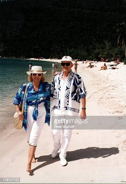 """Heino und Ehefrau Hannelore Kramm, ARD-F e r n s e h l o t t e r i e """"Die Goldene Eins"""", St.Thomas, Karibik, Gewinnerreise, Strand, Wasser, Meer,..."""