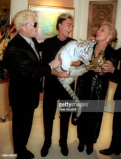 """Heino und Ehefrau Hannelore Kramm mit Roy, RPR-Hörerreise am , Privat-Suite Hotel """"Mirage"""", Las Vegas, USA."""