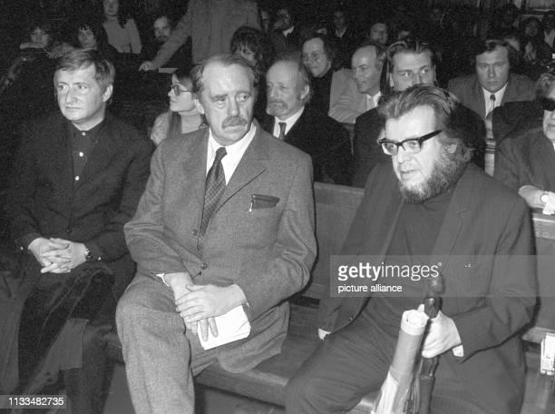 Heinrich Böll und Erich Fried . Vor dem Amtsgericht in Hamburg wurde am ein Strafprozess gegen den Schriftsteller Erich Fried geführt. Als...