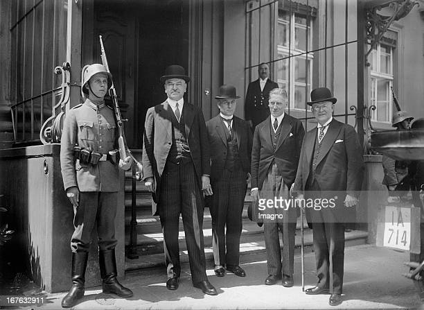 Heinrich Held and other South German premiers and the cancelor are leaving the presidential Palace Fltr Schmitt Bolz Reichskanler von Papen and Held...