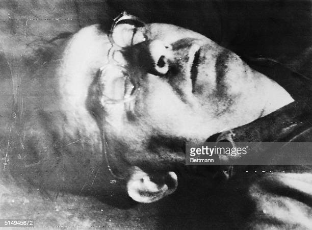 Heinrich Himmler whose SS troops once terrorized people in all of Nazioccupied Europe is dead He lies on the floor of a Lueneberg villa after he bit...
