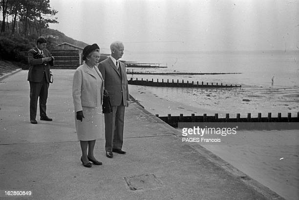 Heinrich Lübke And His Wife On Vacation In Arcachon In 1967 Le 15 septembre 1967 en France lors de vacances d'éte à Arcachon le président de...