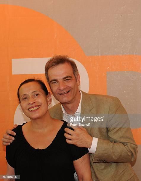 """Heinrich Schafmeister, Ehefrau Jutta, ZDF-Empfang beim """"Filmfest München 2011""""; """"Café Atlas"""", München, Bayern, Deutschland, Europa, Logo,..."""