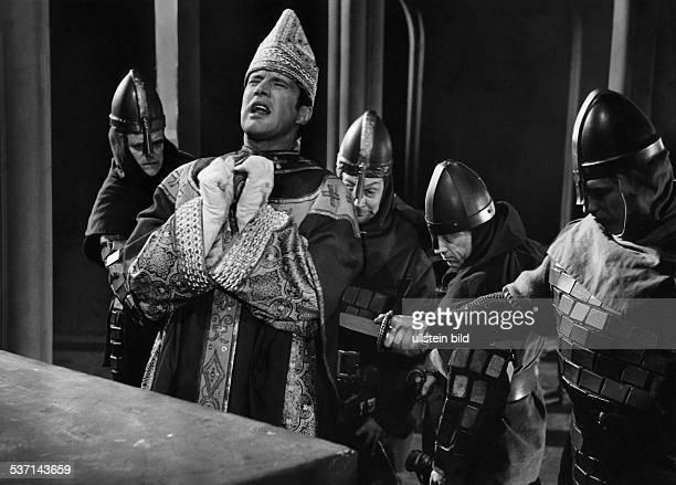 Heinz Baumann * Schauspieler D als Becket und Hanns Otto Ball Wolfried Lier Robert Rathke Heinz Ulrich in 'Becket oder die Ehre Gottes' von Jean...