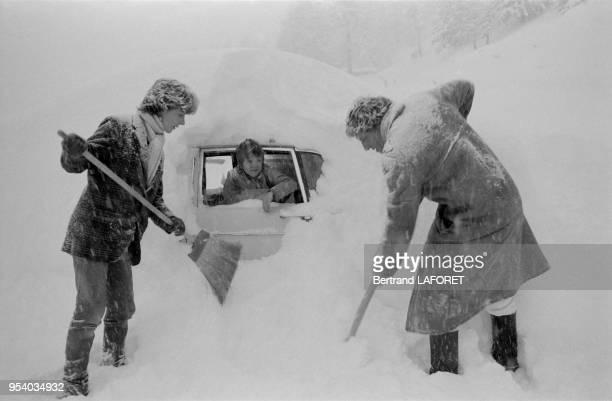 Heinz Bennent en compagnie de sa fille Anne et de son fils David en vacances à Gstaad en janvier 1981 Suisse