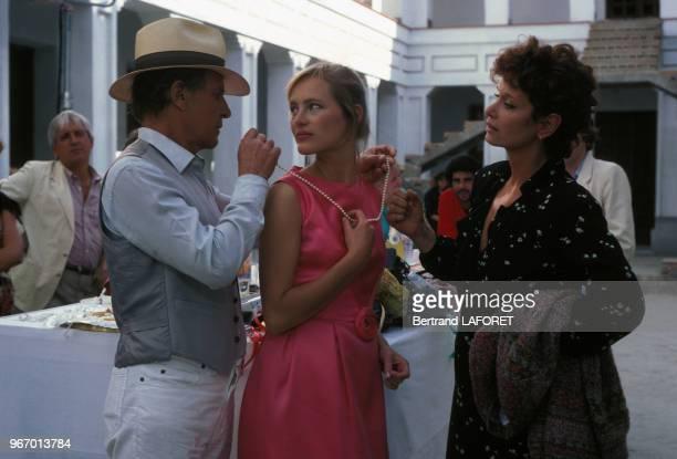 Heinz Bennent Gabrielle Lazure et Lea Massari lors du tournage du film 'Sarah' réalisé par Maurice Dugowson le 29 novembre 1982 à Paris France