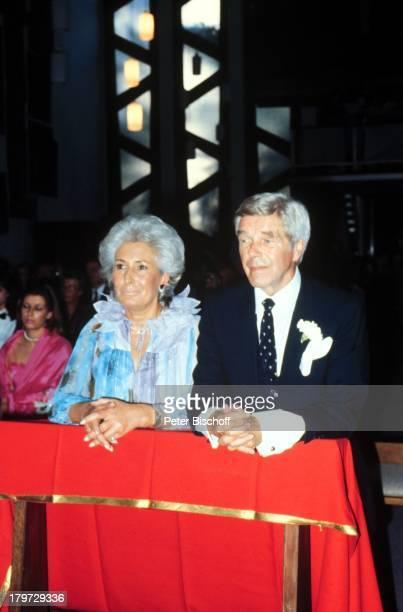 Heinz Drache mit Ehefrau RosemarieSilberhochzeit Berliner Kirche StAnsgarKirche Kirchliche Hochzeit
