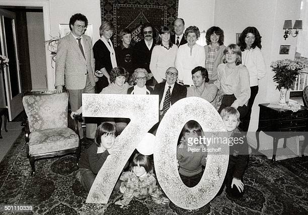 Heinz Erhardt (unten, mi.,, , Ehefrau Gilda , Tochter Grit Berthold , Tochter Marita Malicke , Sohn Gero Erhardt , Tochter Verena Haacker , mit...