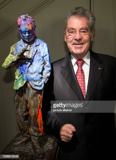 Heinz Fischer Austrian President next to the bronze sculpture 'Willy Brandt the small sculpture' by Rainer Fetting during a ceremony to celebrate the...