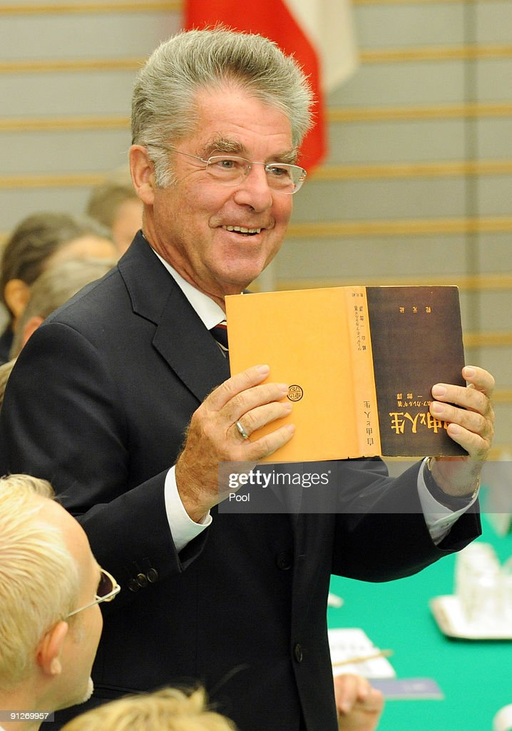 Austrian President Fischer Visits Tokyo2 : News Photo