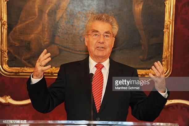 Heinz Fischer speaks to the audience during a press preview 'Hofburg Ein Stueck Geschichte' at Hofburg Vienna on October 24 2014 in Vienna Austria