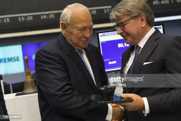 Heinz Hermann Thiele billionaire and majority owner of KnorrBremse AG receives a bull statue from Theodor Weimer chief executive officer of Deutsche...