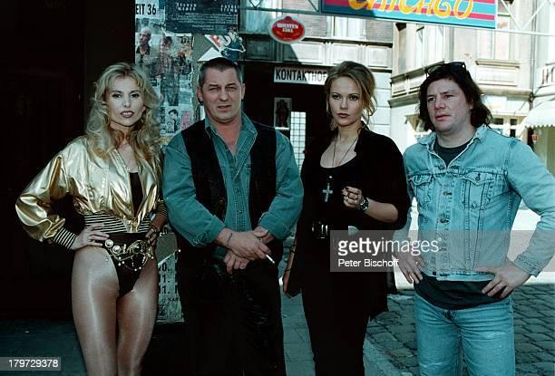 Heinz Hoenig als 'Sugar' Ania Rudy als'NachtclubTänzerin' Claude OliverRudolph als 'ChinesenFiete' und eineStatistin auf dem Kiez bei denDreharbeiten...