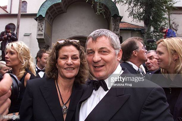 Heinz Hoenig + Ehefrau Simone Bei Der Hochzeit Von H. Lauterbach Und V. Skaf In München Am 080901 In Der Erlöserkirche .