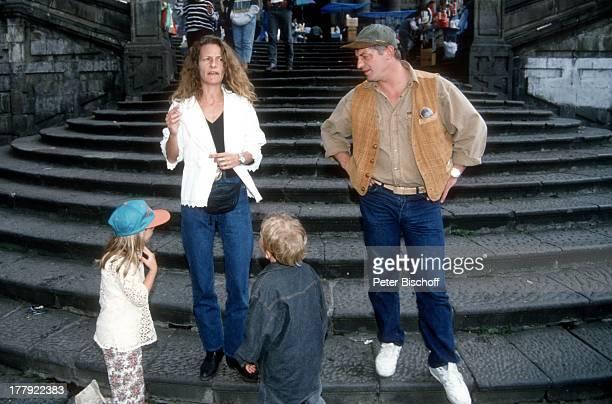 Heinz Hoenig Ehefrau Simone davor Sohn Lukas Tochter Paula Urlaub Quito Ecuador Südamerika Mütze Familie Schauspieler