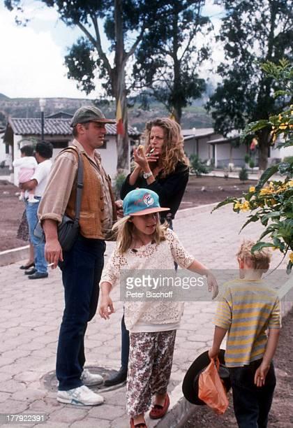 Heinz Hoenig Ehefrau Simone davor Sohn Lukas Tochter Paula Urlaub Quito Ecuador Südamerika rauchen Mütze Familie Schauspieler