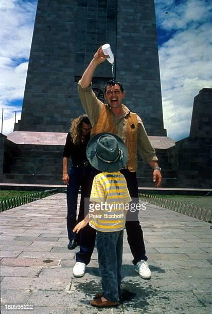 Heinz Hoenig Ehefrau Simone Hoenig Tochter Paula Hoenig Sohn Lucas Hoenig Familie ÄÄquatormonument Äquatortaufe 40 km nördlich von Quito Familie...