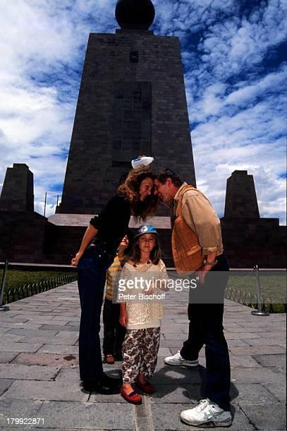 Heinz Hoenig Ehefrau Simone TochterPaula Sohn Lukas Urlaub Mittelpunktder Welt Ecuador/Südamerika Mütze Familie