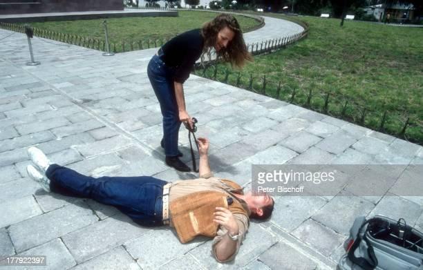 Heinz Hoenig , Ehefrau Simone , Urlaub, Quito, Ecuador, Südamerika, Kamera-Tasche, lachen, Spaß, albern, Familie, Schauspieler, ;