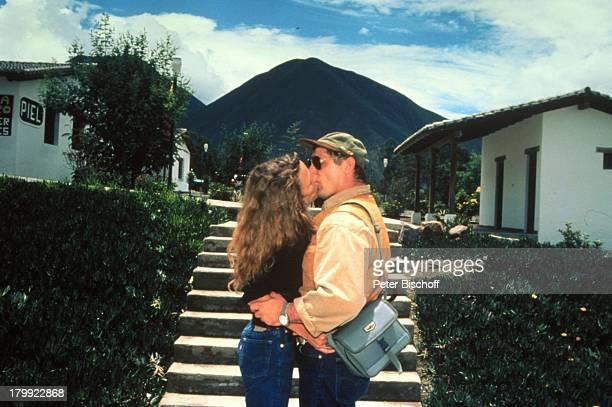 Heinz Hoenig, Ehefrau Simone, Urlaub,;Quito/Ecuador/Südamerika, Kuß,;Sonnenbrille, Mütze,
