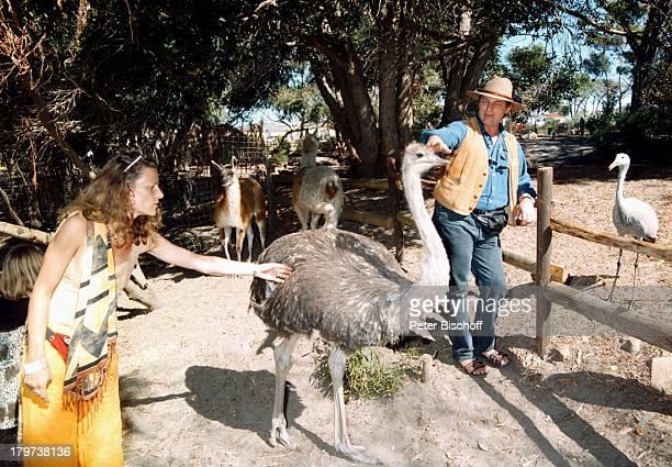 Heinz Hoenig mit Ehefrau Simone, bei Kapstadt, Südafrika, Afrika, Urlaub, Vogel, Tier,