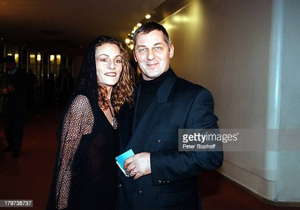 """Heinz Hoenig mit Ehefrau Simone, Gala;Premiere von Antonio Gades """"Carmen"""",;Schiller Theater Berlin, Deutschland, Europa,"""