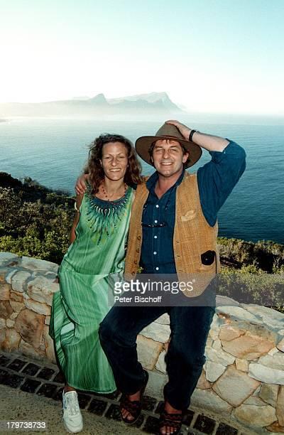 Heinz Hoenig mit Ehefrau Simone, Hout Bay , Südafrika, Afrika, Atlantischer Ozean, Atlantik, Meer, Urlaub, Hut, Schauspieler,