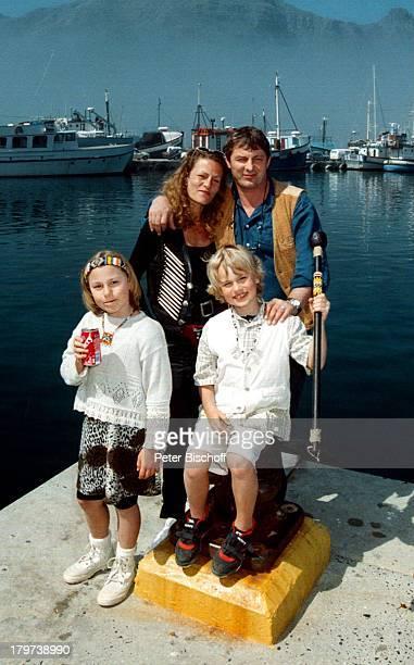 Heinz Hoenig mit Ehefrau Simone undKindern Paula Lukas Hout Bay Südafrika Afrika Urlaub Familie Schauspieler
