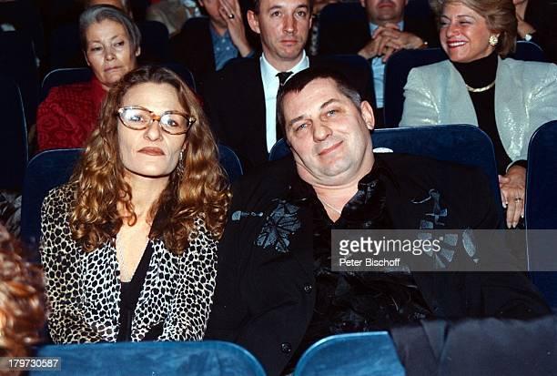 """Heinz Hoenig mit Ehefrau Simone,;Premieregala SAT.1-Sechsteiler;""""König von St.Pauli"""", Hamburg, Hamburger;Kino """"Streits"""","""