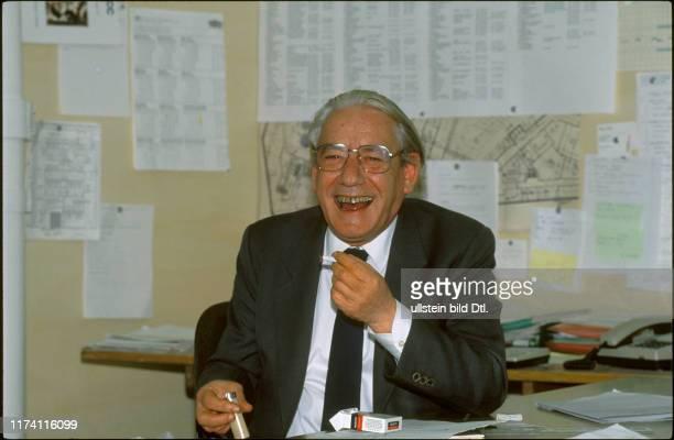 Heinz Hossdorf im Büro 1989