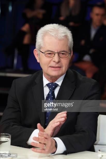 Heinz K Becker in der ZDFTalkshow maybrit illner am in Berlin Feilschen um die Flüchtlinge Was bringt Merkels TürkeiPlan