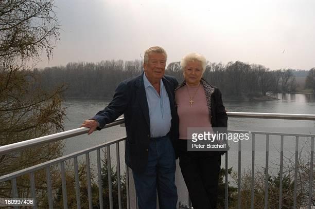 """Heinz Reincke mit Ehefrau Elfi Reincke, Schärding am Inn/; sterreich, Kur und Kneippanstalt, """"Gesundheitszentrum der Barmherzigen Brüder"""", 11.04.03,..."""