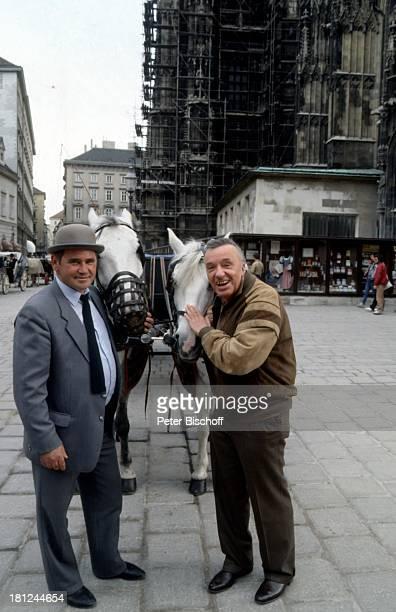 Heinz Schenk Kutscher Urlaub Donaufahrt mit MS Moldavia Wien/ sterreich Fiaker Fiakerfahrt Pferd Tier Kutsche Schauspieler Promis Prominente...