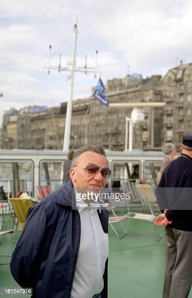 """Heinz Schenk, Urlaub, Donaufahrt mit MS """"Moldavia"""", Donau, Budapest/Ungarn, , Motorschiff, Schauspieler, Fluss, Dampfer, Schiff, Boot, Promis,..."""