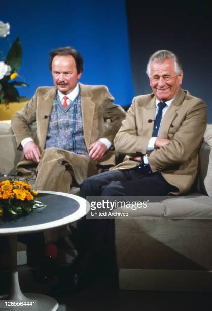 Heinz Sielmann , deutscher Tierfilmer, Kameramann, Produzent und Publizist, im Fernsehstudio, Deutschland um 1995.