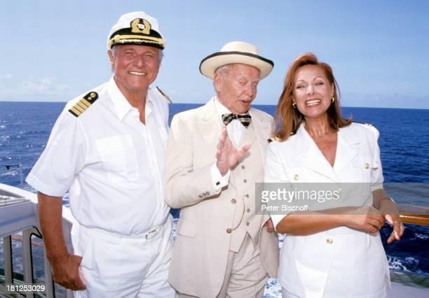 Heinz Weiss Hans Quest Heide Keller ZDFSerie Traumschiff Folge 21 Ägypten Atlantik MS Berlin Kreuzfahrtschiff Kreuzfahrt Hut Uniform Reling...