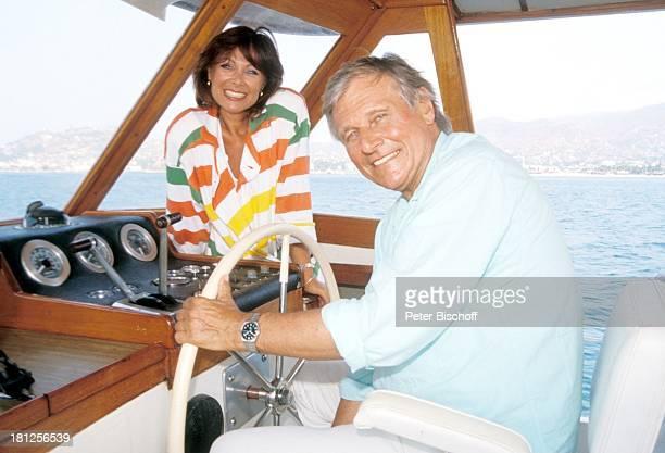 Heinz Weiss Heide Keller neben den Dreharbeiten zur ZDFReihe Traumschiff Folge 16 Mexiko Acapulco Mexiko/Mittelamerika Meer Boot Segelboot...