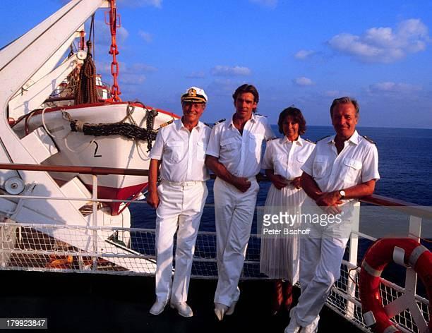 Heinz Weiss Sascha Hehn Heide Keller Horst Naumann ZDFReihe Traumschiff MS Berlin Folge 13 Thailand Schiff Kreuzfahrtschiff Kreuzfahrt Reling Meer...
