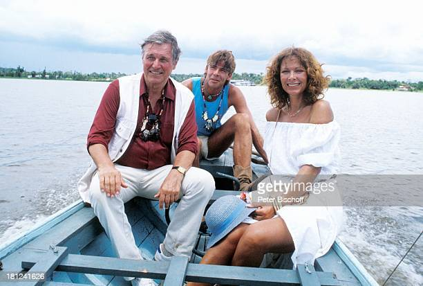Heinz Weiss Sascha Hehn Heide Keller neben den Dreharbeiten zur ZDFReihe Traumschiff Folge 11 Amazonas Episode 1 Frau Schliemann IIStaffel...