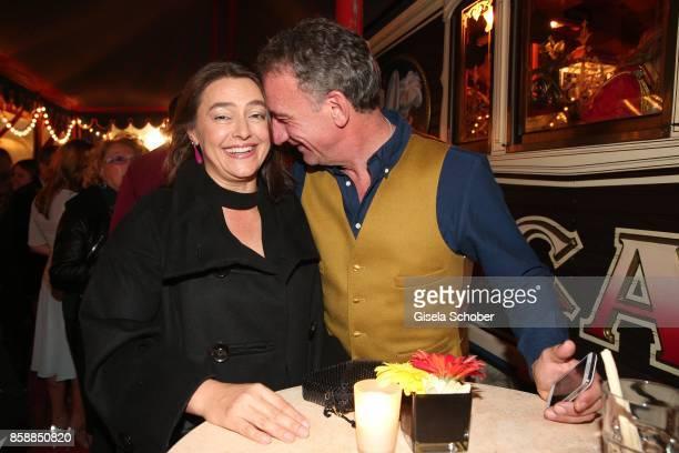Heio von Stetten and his wife Elisabeth Romano during the premiere of the Circus Roncalli '40 Jahre Reise zum Regenbogen' on October 7 2017 in Munich...