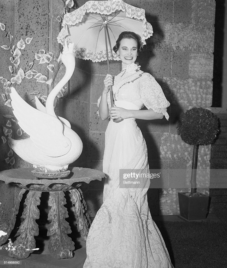 Heiress Gloria Vanderbilt in Costume from The Swan : ニュース写真