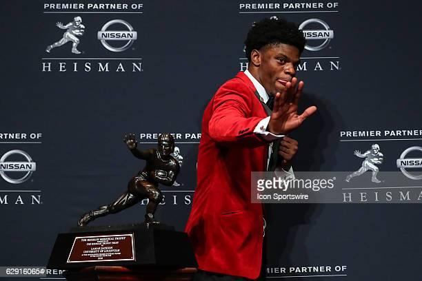 Heisman Trophy winner University of Louisville quarterback Lamar Jackson strikes the Heisman pose after winning the 81st Annual Heisman Trophy press...