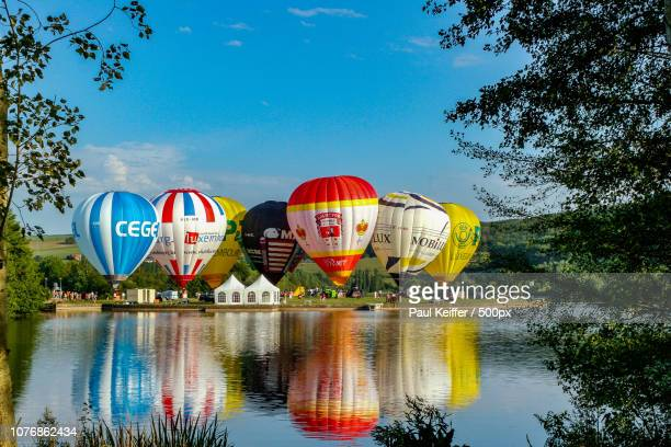 heiss ... luftballons - keiffer stock pictures, royalty-free photos & images