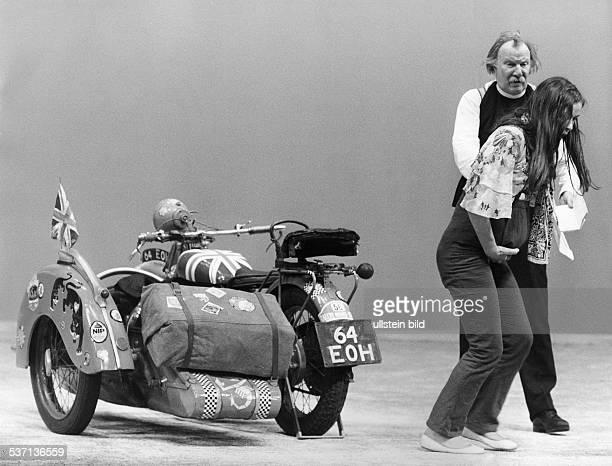 Held Martin Schauspieler D mit Hildegard Schmahl in dem Stueck 'Flint' von David Mercer Regie Hans Lietzau Schiller Theater Berlin 1971