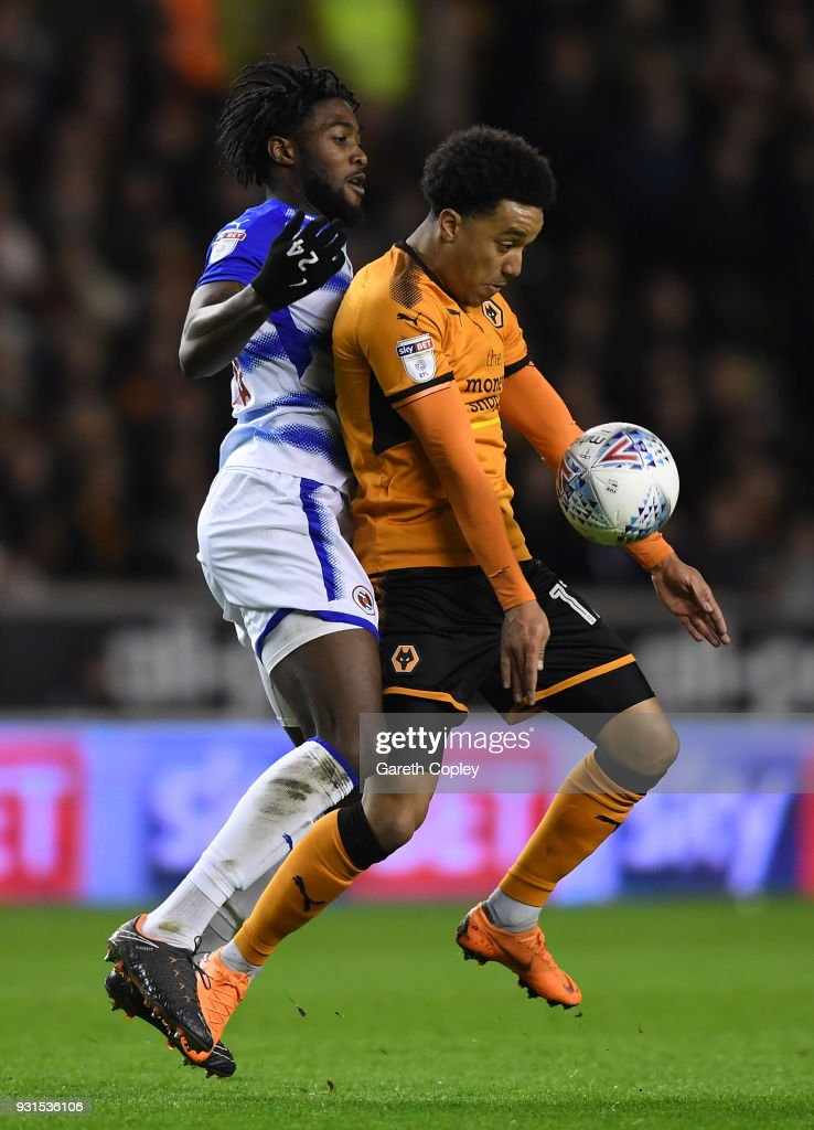 Helder Costa of Wolverhampton Wanders gets to the ball ahead of Tyler Blackett (l) and George Evans of Reading during the Sky Bet Championship match between Wolverhampton Wanderers and Reading at Molineux on March 13, 2018 in Wolverhampton, England.