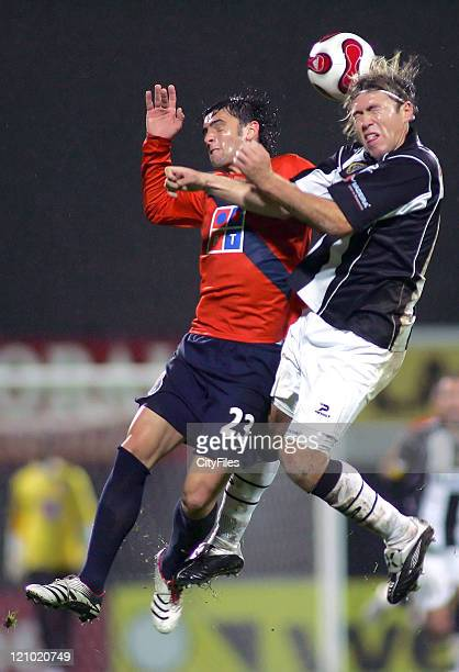 Helder Postiga and Avalos in action during the Champions league 13th round match in Funchal - December 11, 2006